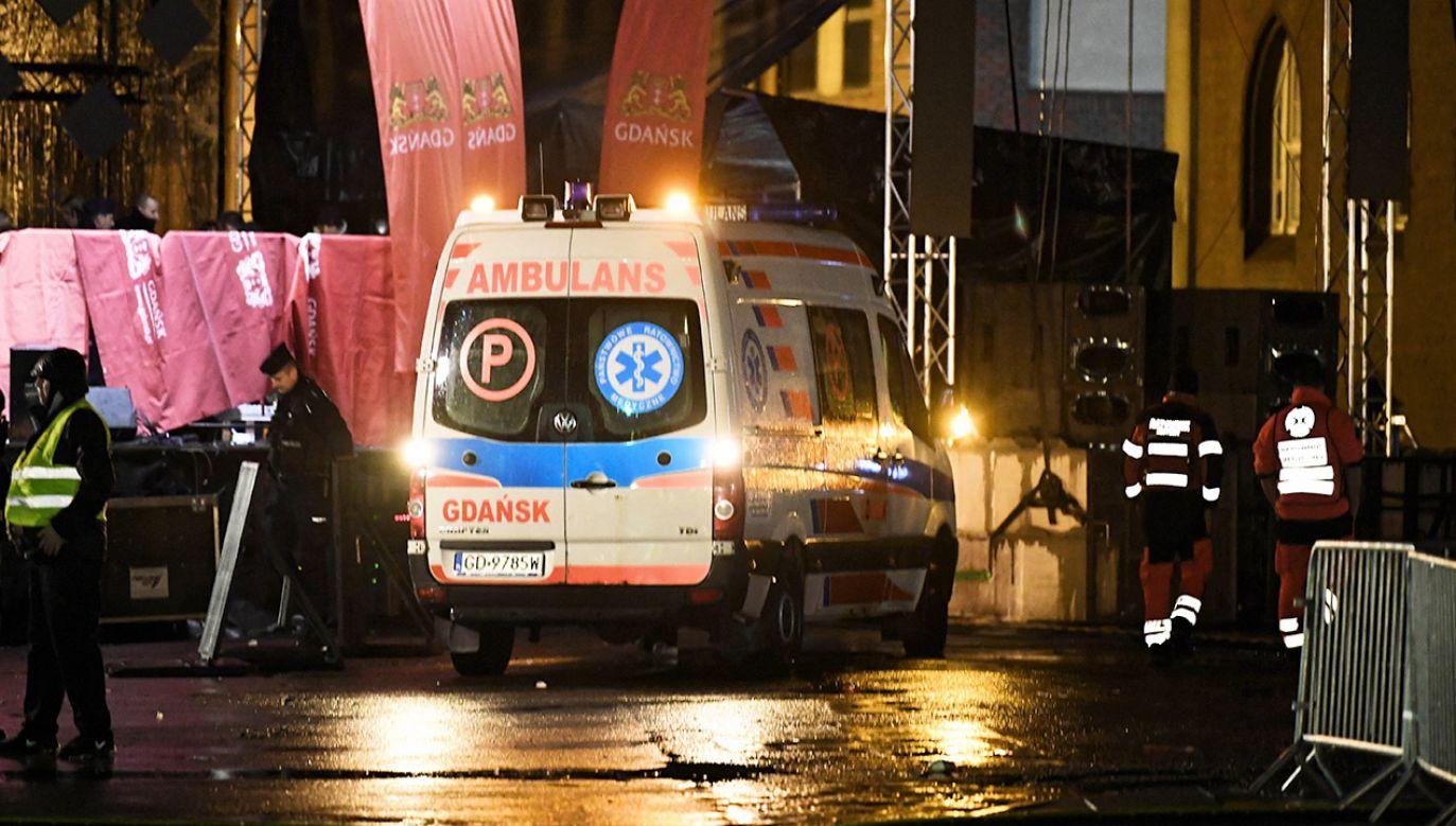 Podczas finału WOŚP w Gdańsku nożownik wdarł się na scenę i zaatakował Pawła Adamowicza (fot. PAP/Adam Warżawa)