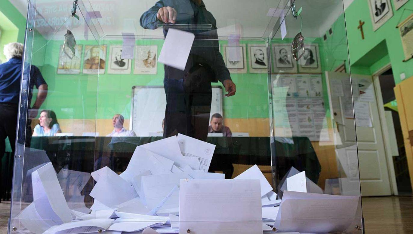 Zainteresowanie udziałem w referendum wyrażają przede wszystkim zwolennicy zmiany konstytucji (fot. arch. PAP/Jacek Turczyk)
