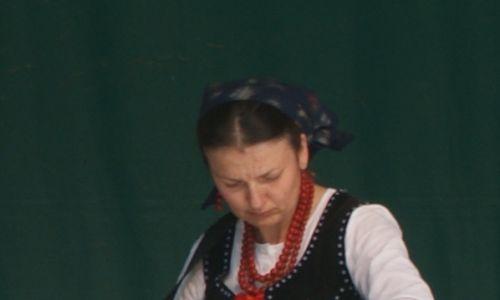 W muzyce Czarnych Górali można odnaleźć ślady skal modalnych, charakterystycznych także dla muzyki żydowskiej czy arabskiej. Górale lubią też muzykę wielogłosową, czyli jedna osoba śpiewa wyżej, inna niżej. Do tej pory w Łomnicy Zdroju dzieci nie mają problemu, aby śpiewać wielogłosowo. Fot. Marcelina Kubiak