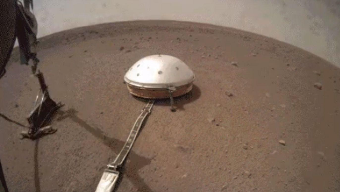 Proces wbijania się Kreta pod powierzchnię Marsa będzie podzielony na kilka etapów (fot. TT/NASA InSight)