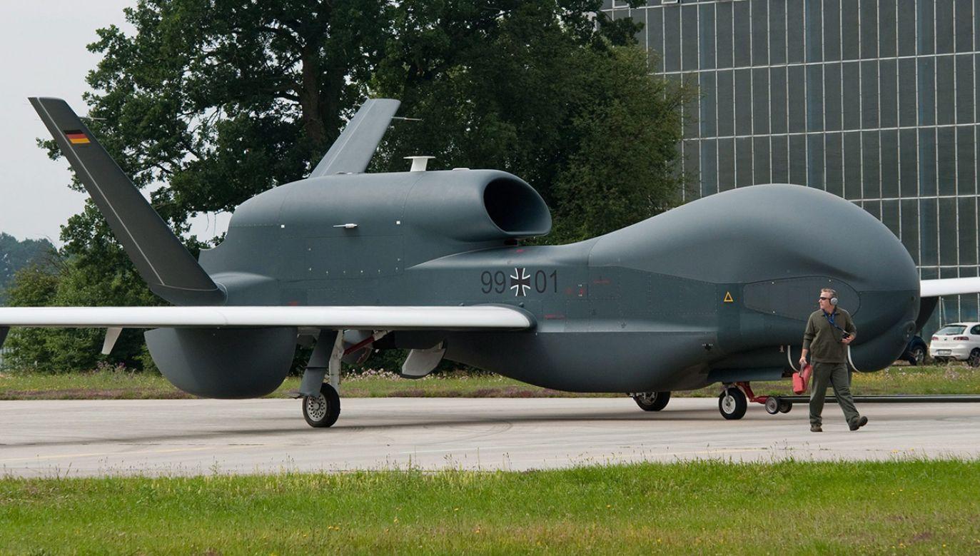 Wojskowy dron został zakupiony w USA, ale nie spełniał europejskich wymagań (fot. arch. PAP/EPA/ARMIN WEIGEL)