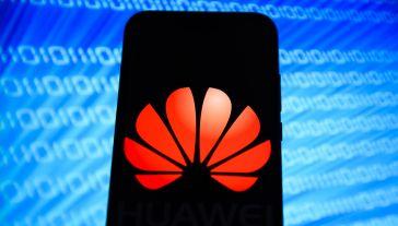 Zerwanie współpracy z Huawei w praktyce będzie oznaczać, że chiński koncern traci niemal natychmiast dostęp do Google'owskich aktualizacji mobilnego systemu operacyjnego Android (fot. Omar Marques/SOPA Images/LightRocket via Getty Images)