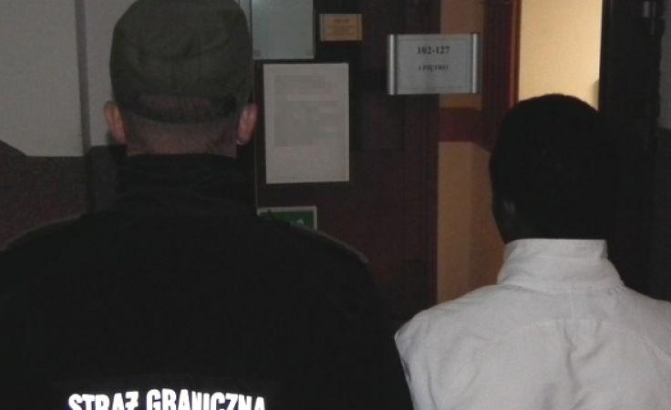 Obywatel Nigerii przyznał się do posługiwania podrobionym dokumentem (fot. wm.strazgraniczna.pl)