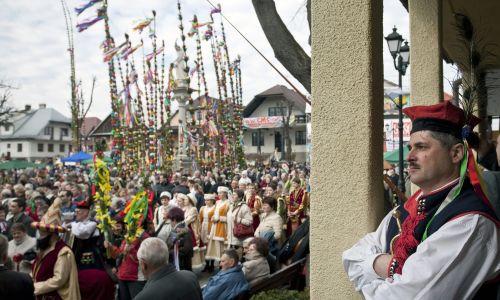 Lipnica Murowana, 28 marca 2010 r. Konkurs palm wielkanocnych w Niedzielę Palmową. Fot. PAP/Jerzy Ochoński