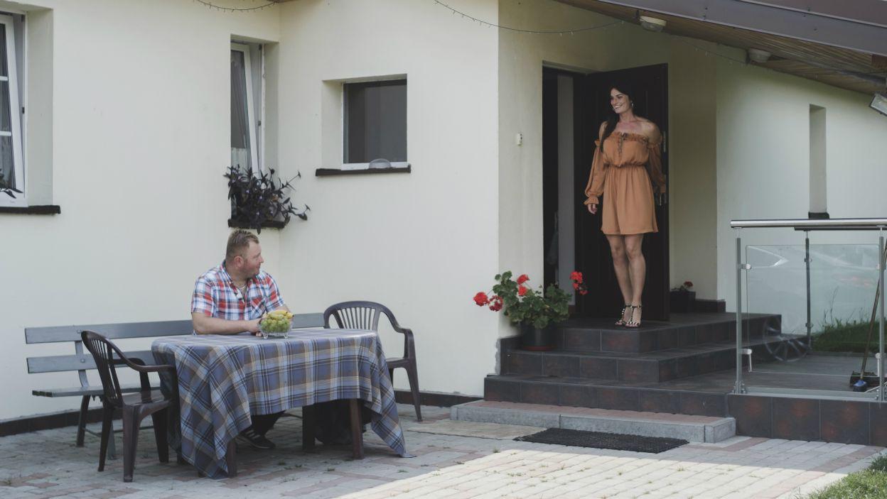 Niczego nieświadoma dziewczyna cieszyła się z zaproszenia na randkę. Jej radość nie trwała długo (fot. TVP)