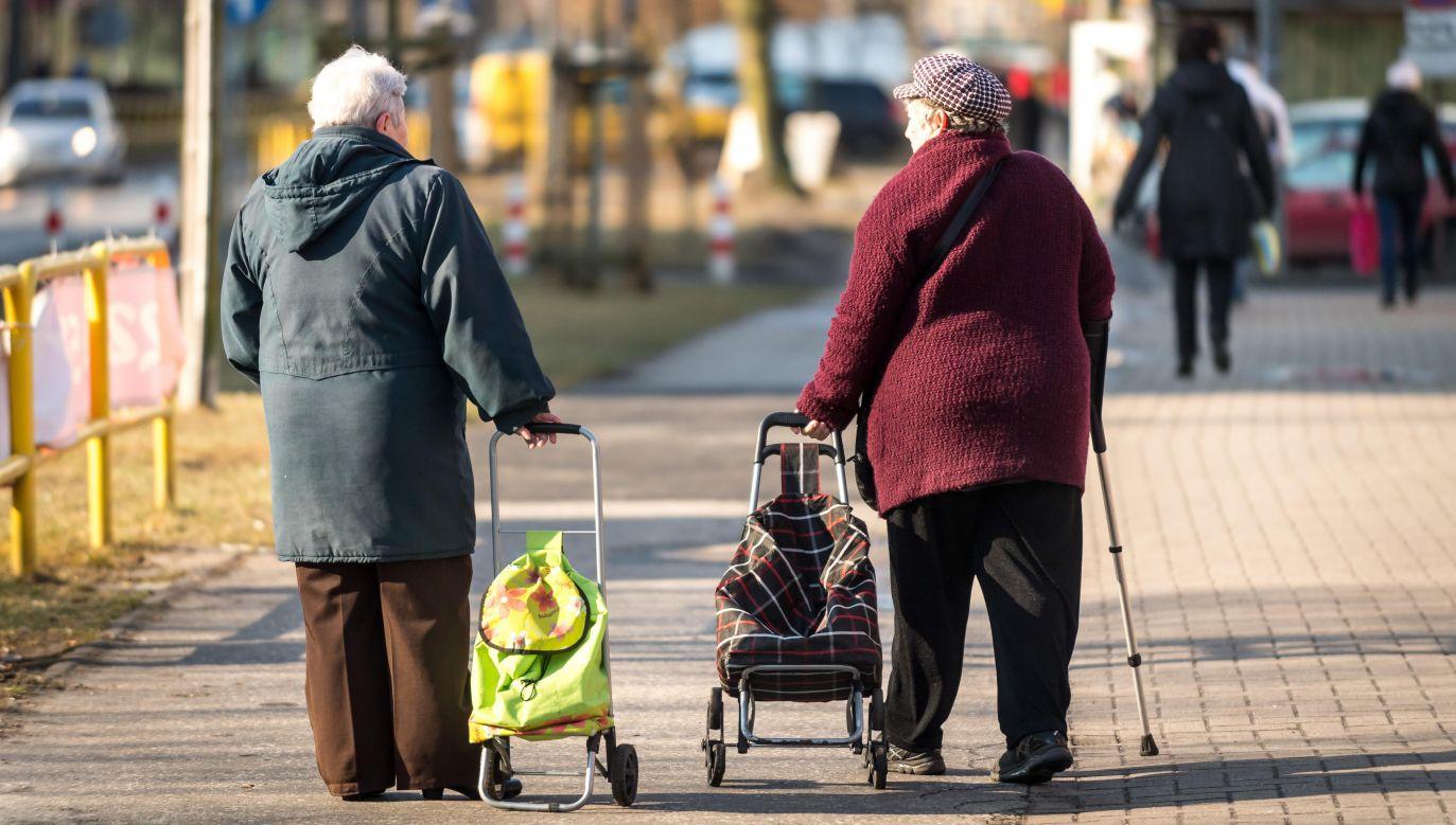 Kobiety, które nie występowały o emeryturę w wieku powszechnym, tylko o wcześniejszą i nadal ją pobierają, nie są zobligowane żadnymi terminami (fot. arch. PAP/Tytus Żmijewski)