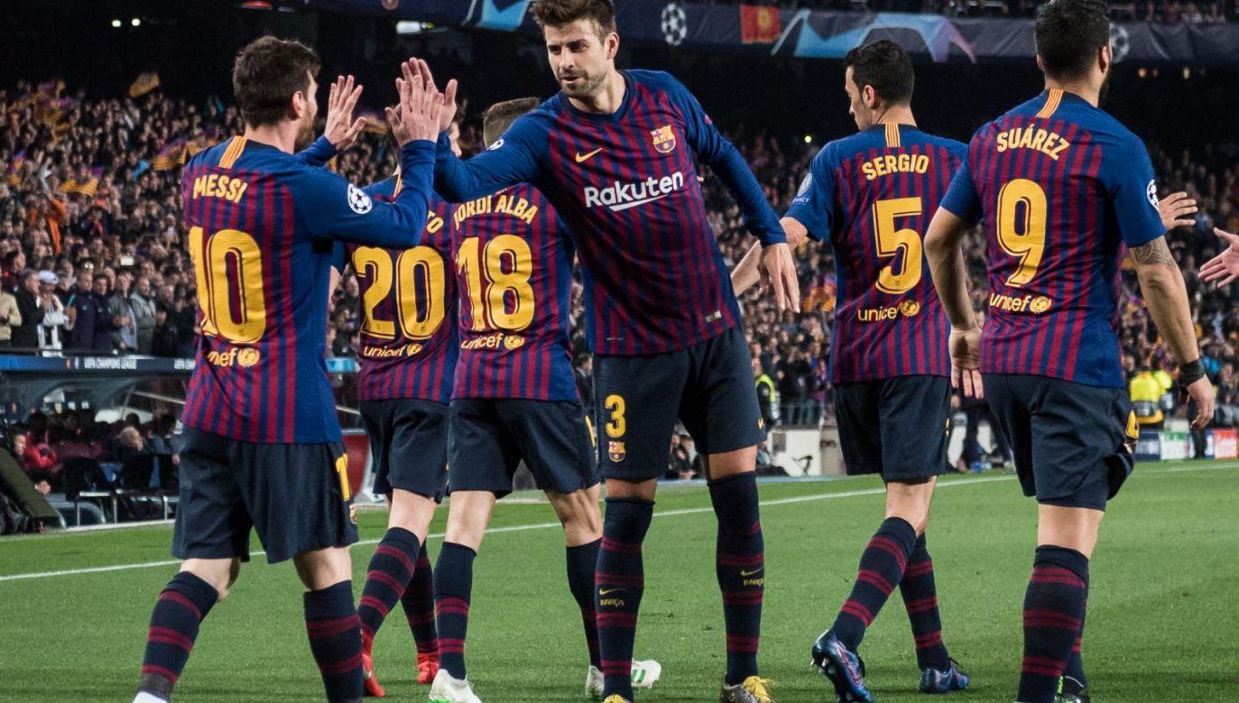 Piłkarze Barcelony, na pierwszym planie Leo Messi i Gerard Pique (fot. Getty Images)