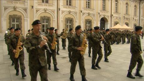 Święto Wojska Polskiego na dziedzińcu Pałacu Książęcego