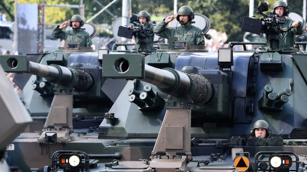 Wielka Defilada Niepodległości na Wislostradzie - przejazd pojazdów wojskowych (fot. PAP/Jacek Turczyk)