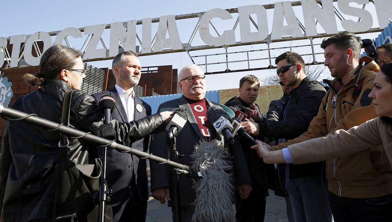 """Wałęsa stwierdził, że gdyby był na miejscu nauczycieli, to """"usiadłby do stołu, zobaczył propozycje i powiedział: dziękuję wam uprzejmie, z wami porozumieć się nie da, wychodzimy"""" (fot. PAP/Jan Dzban)"""