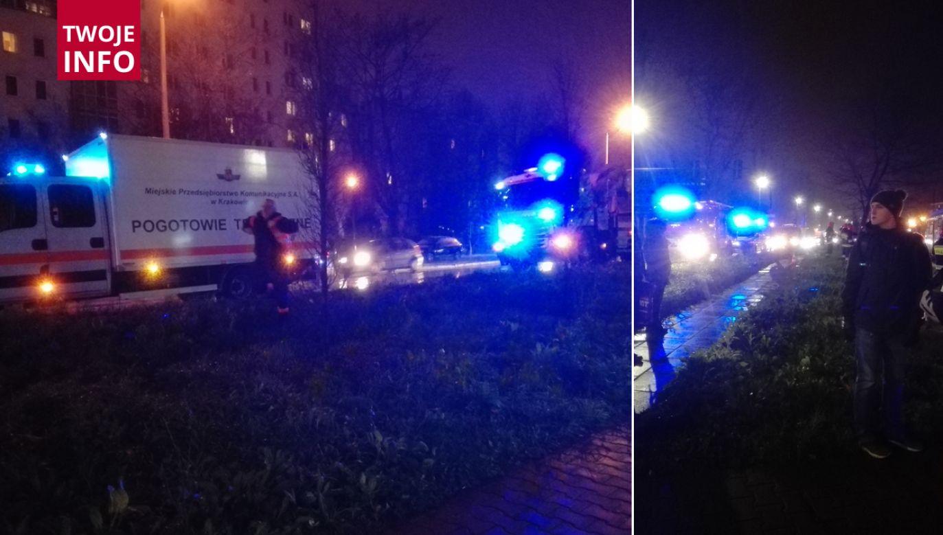 Na miejsce zdarzenia przyjechała straż, policja, pogotowie i dźwig (fot. Twoje info)