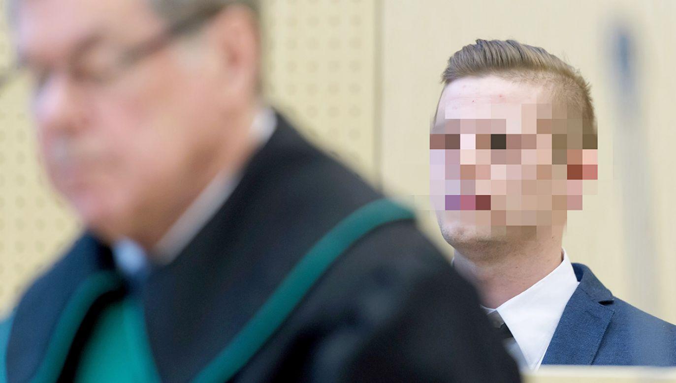 Oskarżony Adam Z. (P) na sali sądowej podczas rozprawy. Sąd Okręgowy w Poznaniu uniewinnił 17 bm. Adama Z. od zarzutu zabójstwa z zamiarem ewentualnym (fot. PAP/Jakub Kaczmarczyk)