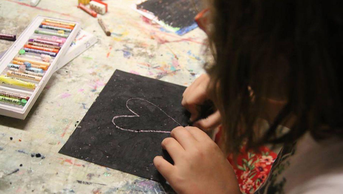"""""""Wędka"""" oferuje zajęcia i wsparcie, ale też łowi talenty (fot. Facebook/Grypa Artystów przy Stowarzyszeniu Wędka)"""