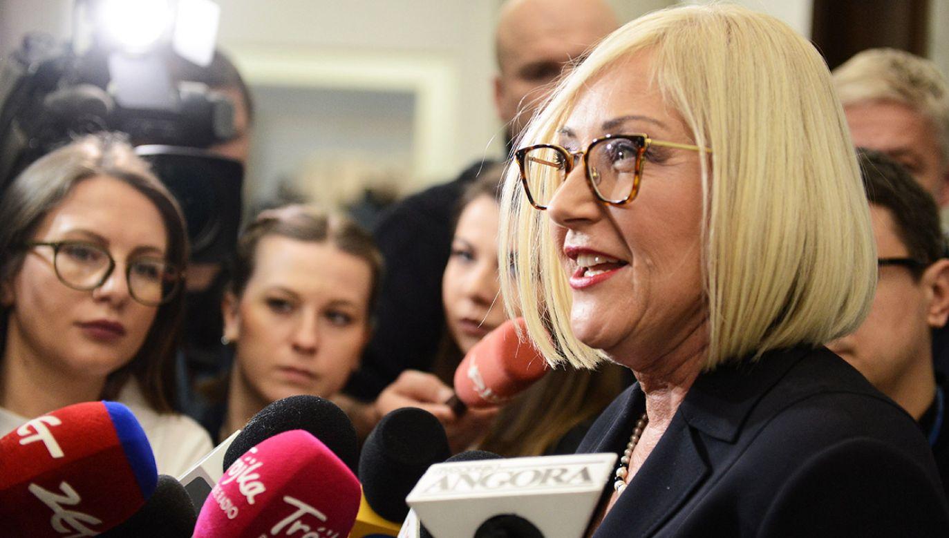 Rzeczniczka rządu zapowiedziała po środowym głosowaniu, że premier będzie uczestniczył w debacie nad swoim odwołaniem (fot. PAP/Jakub Kamiński)