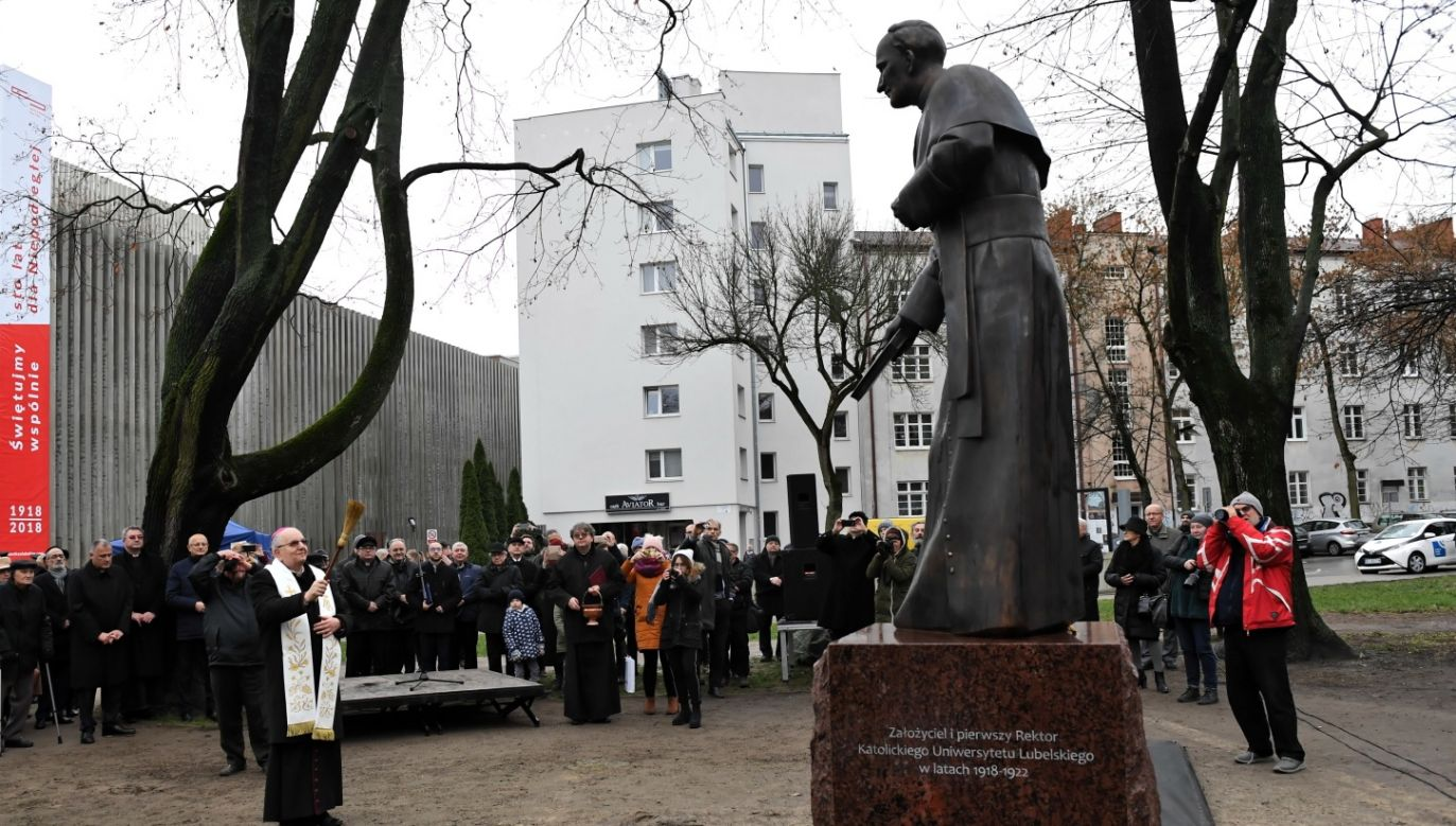 The unveiled monument of Father Idzi Redziszewski, the founder and the first rector of Catholic University of Lublin. Photo: PAP/Wojciech Pacewicz