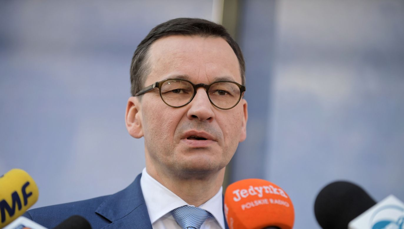 Premier Mateusz Morawiecki zapowiada powołanie zespołów rezerwowych  mających łagodzić skutki ew. strajku nauczycieli (fot. PAP/Marcin Obara)