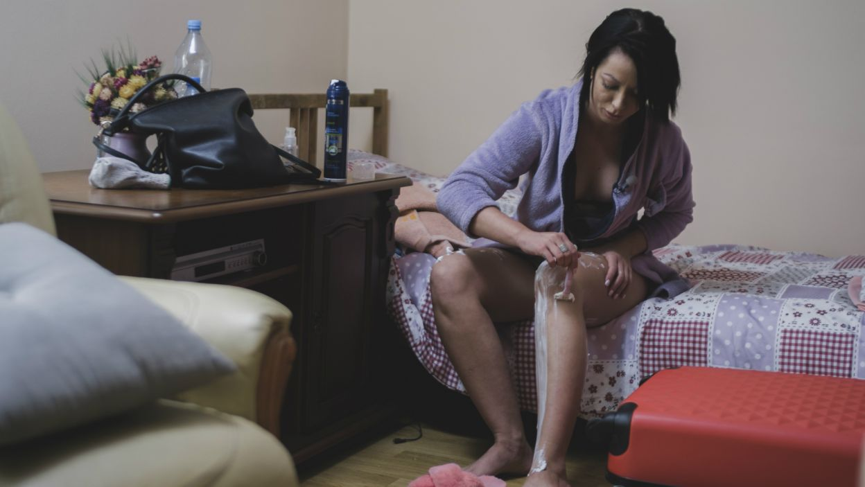 Jessica była uradowana, że chłopak wybrał właśnie ją. Staranie przygotowywała się do randki, nie wiedziała jednak, co ją czeka... (fot. TVP)