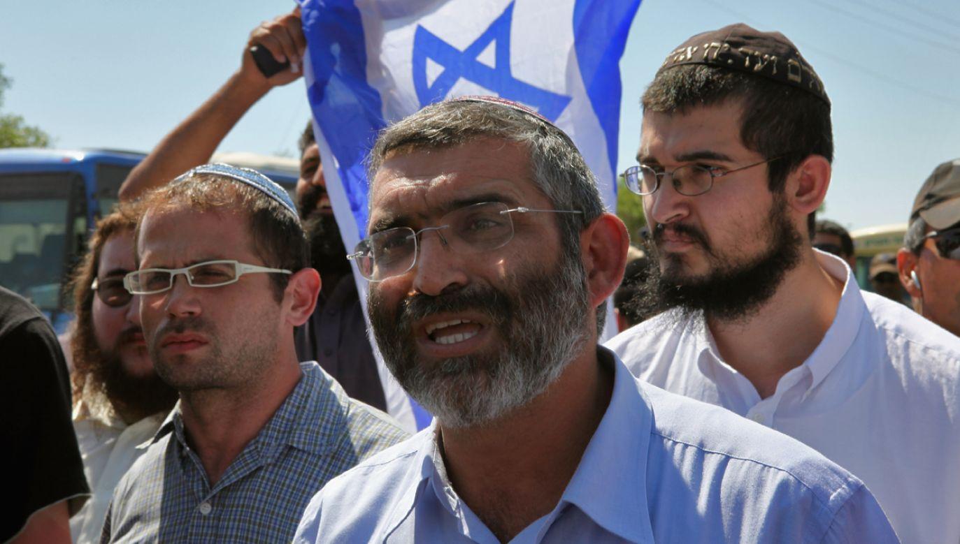 Lider ultranacjonalistycznej partii Siła dla Izraela, Michael Ben Ari (C) został wykluczony z udziału w wyborach parlamentarnych (fot. David Silverman/Getty Images)