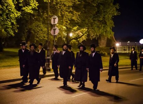 Wprowadzenie tory do synagogi w Nowym Sączu