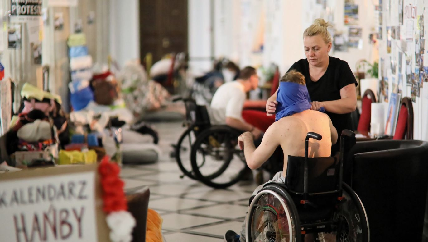 The leader of the protest of disabled people and their parents, Iwona Hartwich. Photo: PAP/Leszek Szymański
