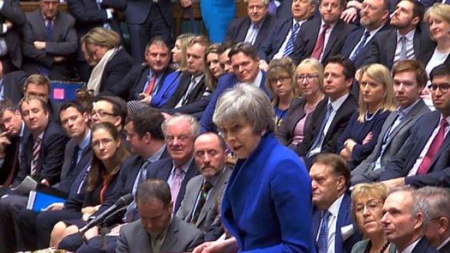 – Jestem gotowa, aby pracować z każdym członkiem tej Izby, by zachowała ona zaufanie Brytyjczyków – zapowiedziała premier May po wygranym głosowaniu (fot. PAP/EPA/PARLIAMENTARY RECORDING UNIT HANDOUT)