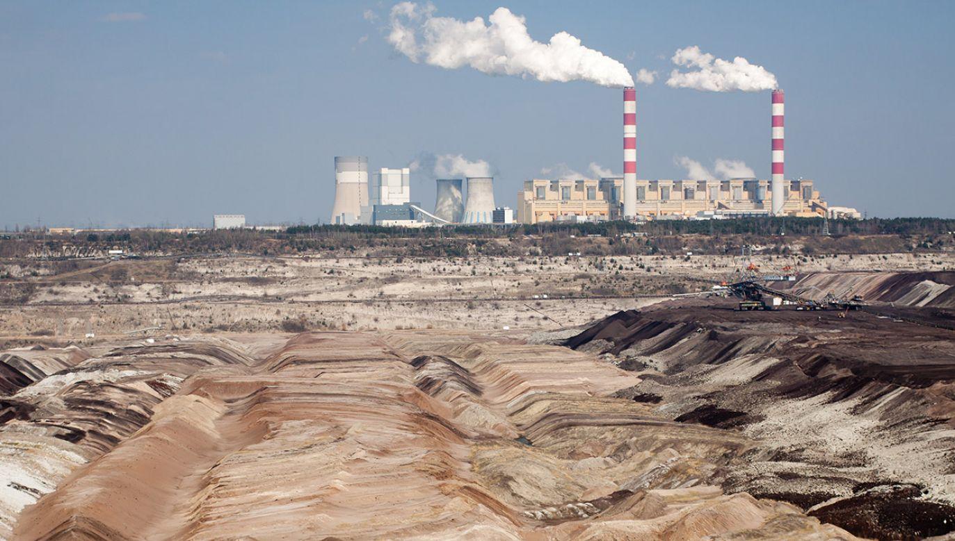 """""""Odejdziemy od węgla tak, żeby już nigdy nikt więcej nie musiał umierać ze względu na smog"""" (fot. Shutterstock/ NV77)"""