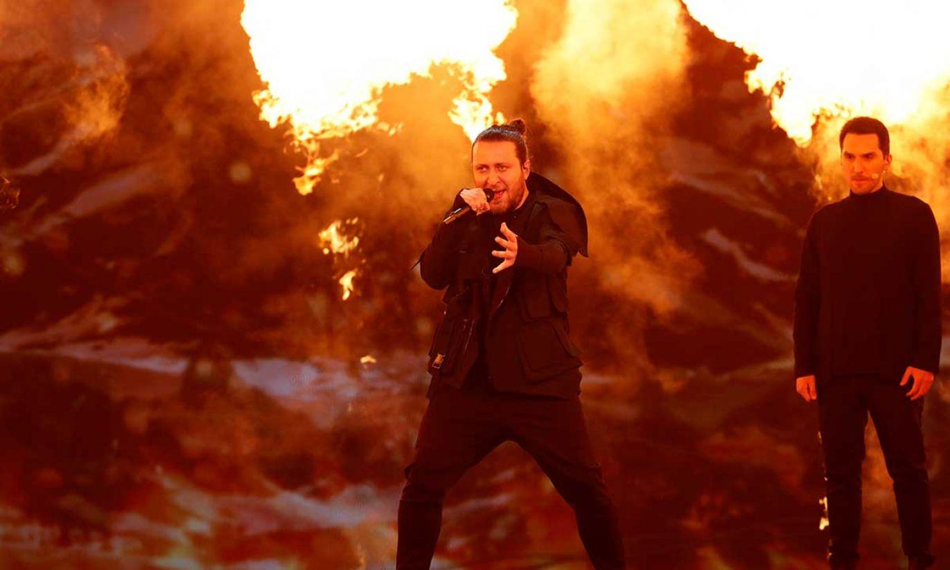 Oto Nemsadze z Gruzji występuje podczas próby generalnej przed pierwszym półfinałem Konkursu Piosenki Eurowizji 2019 w Tel Awiwie (fot. REUTERS/Ronen Zvulun)