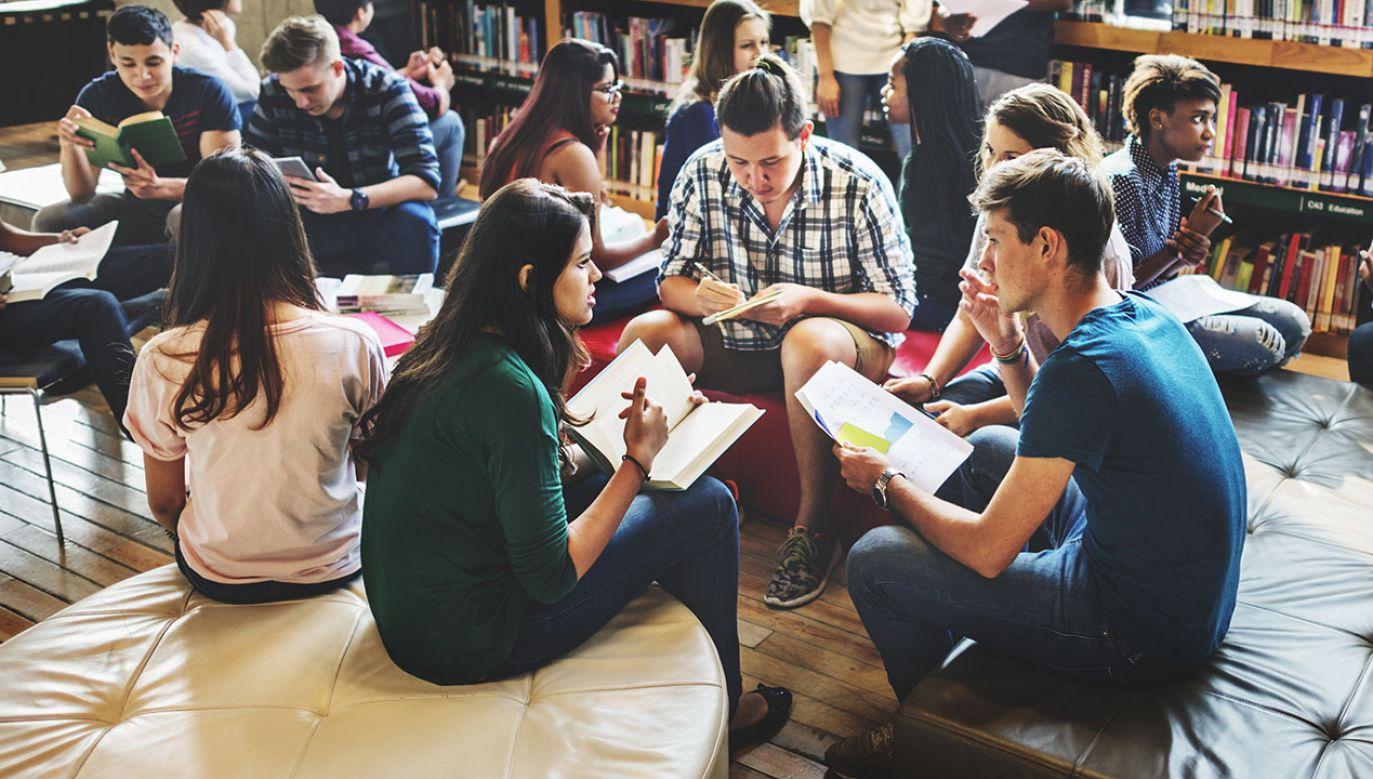 Coraz chętniej na polskie uczelnie wybierają cudzoziemcy (fot. Shutterstock/Rawpixel.com)