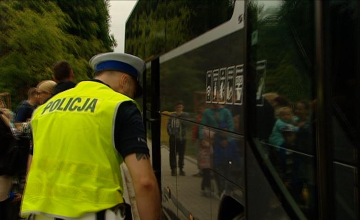 Bezpieczne wakacje. Policjanci kontrolują autokary