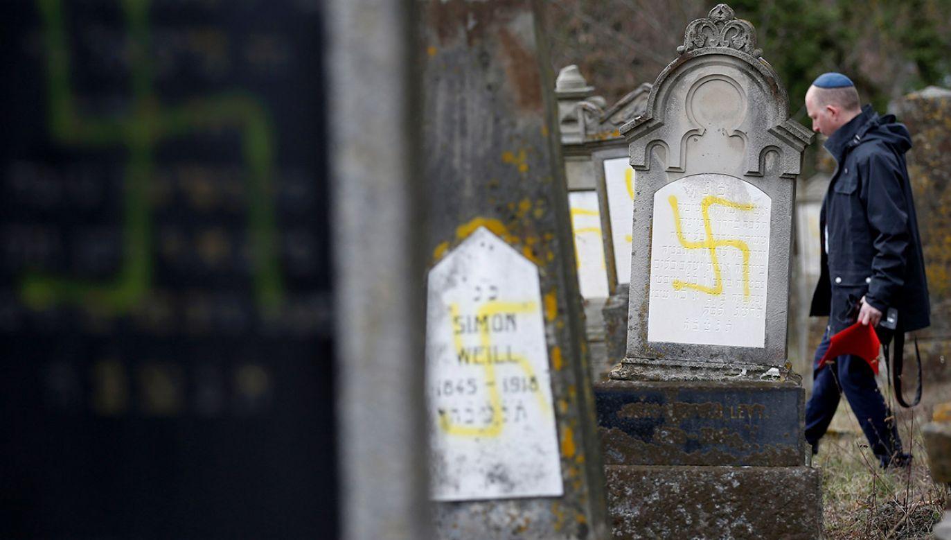 """""""Mamy wystarczająco problemów i antysemityzmu bez zmyślania go"""" (fot. REUTERS/Vincent Kessler)"""