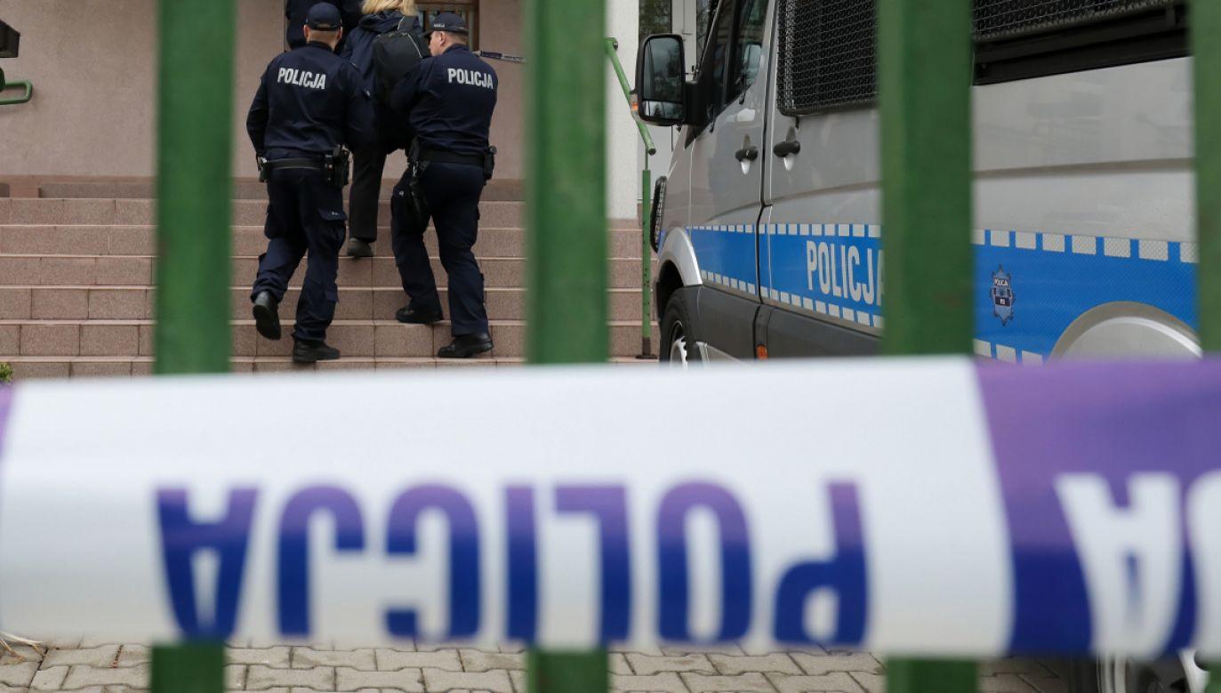 Policjanci zostali zaatakowani podczas interwencji (fot. PAP/Paweł Supernak)