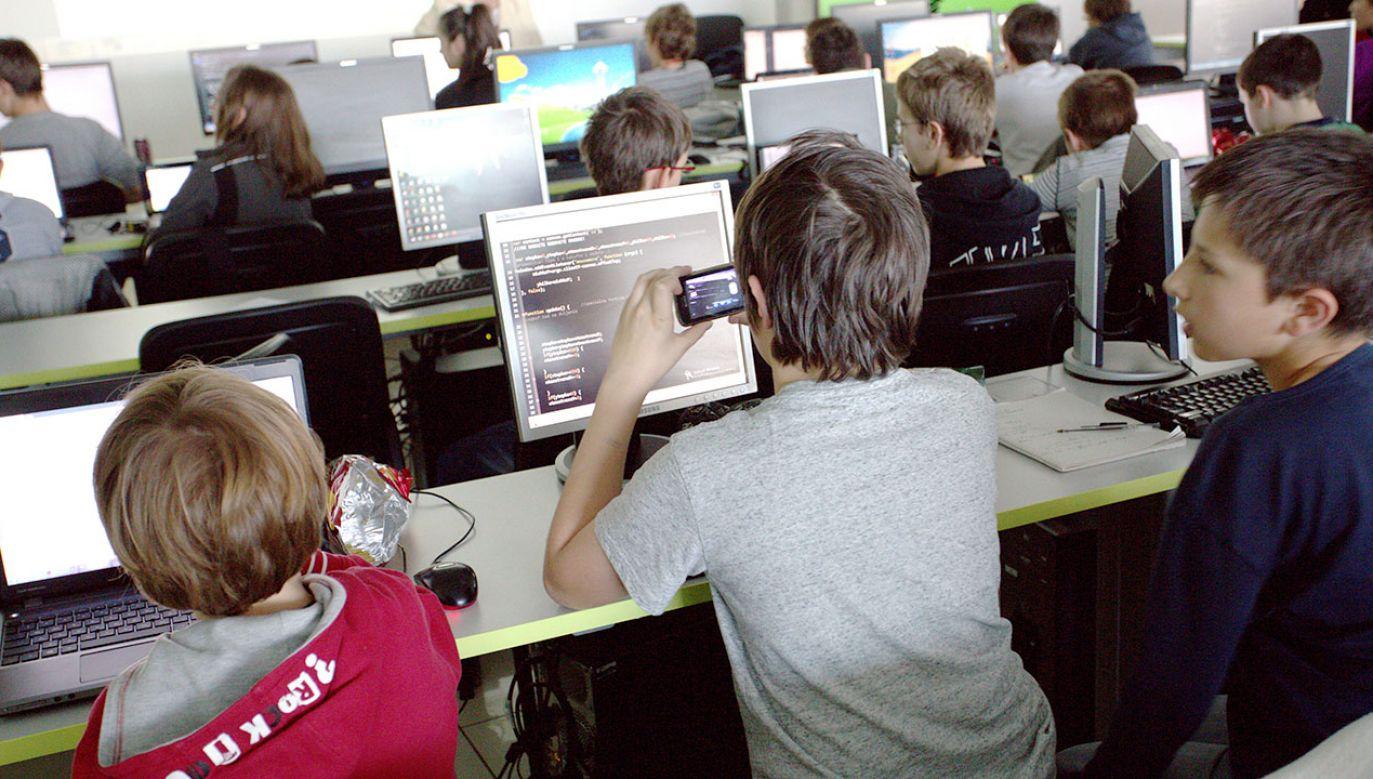 CodeWeek, czyli Europejski Tydzień Kodowania potrwa od 6 do 21 października (fot. Shutterstock/Veselin Borishev)
