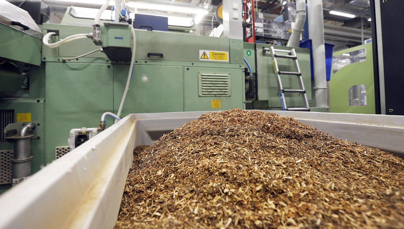 Od 20 maja br. produkcja wyrobów tytoniowych bez odpowiednich kodów będzie niemożliwa (fot. arch.PAP/Artur Reszko)