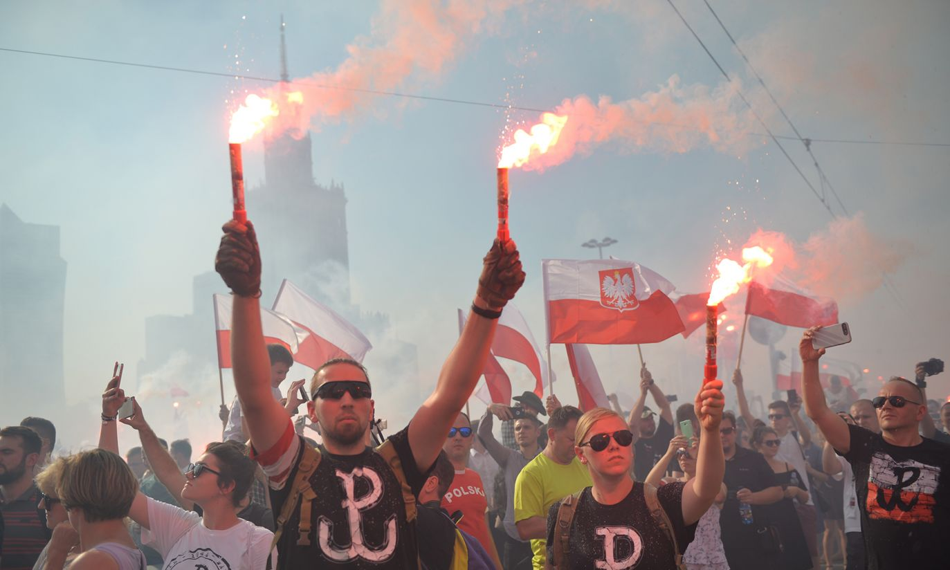 Uczestnicy marszu ONR podczas godziny