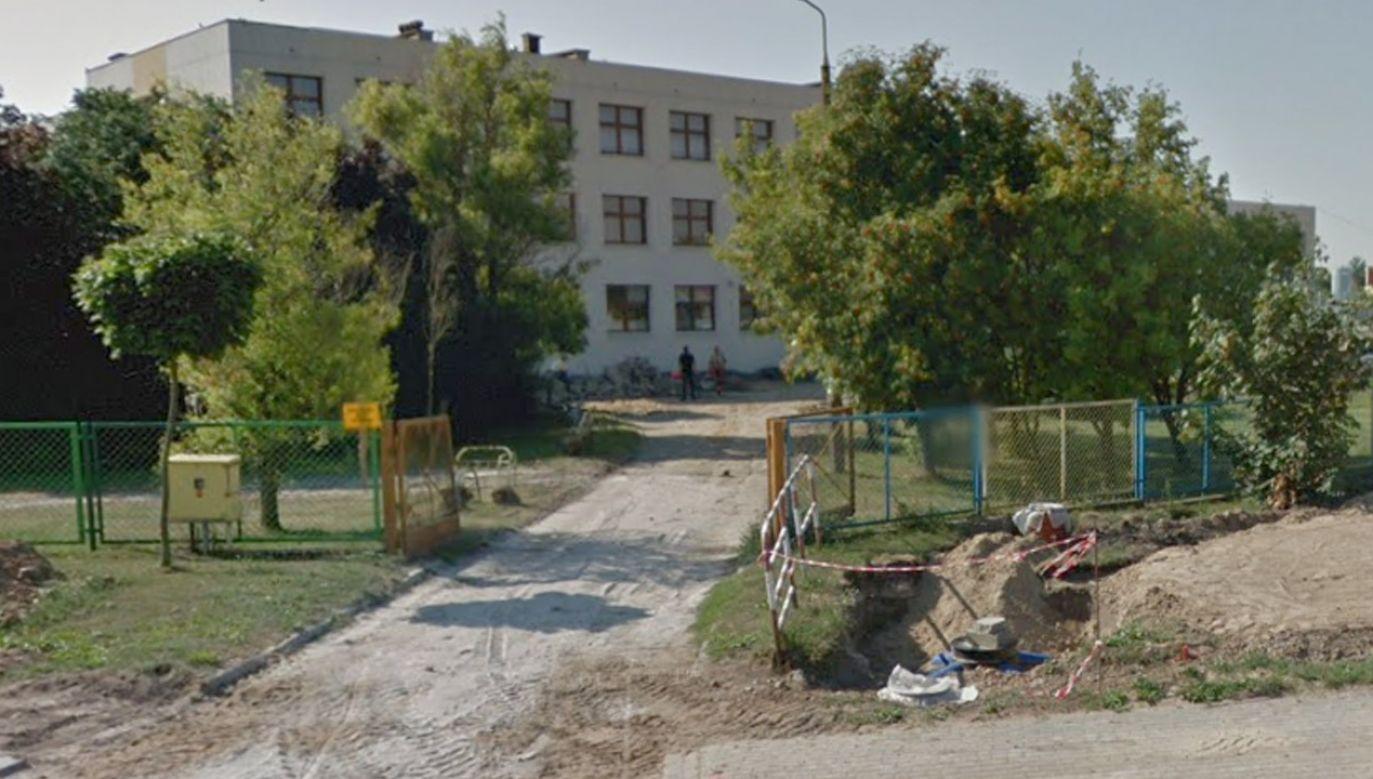 Napastnik został obezwładniony przez pracownika szkoły (fot. Google Streetview)