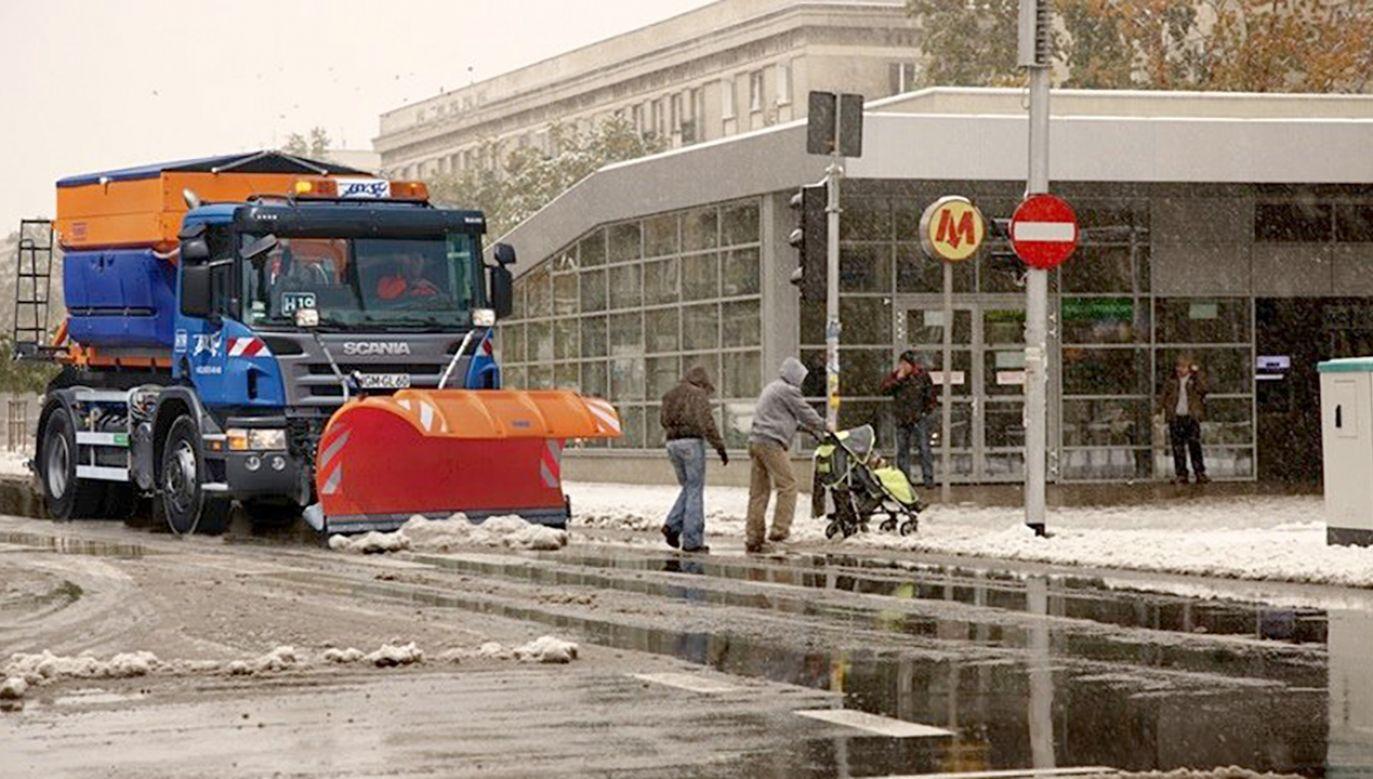 Pierwszy śnieg na warszawskim Żoliborzu (fot. tt/@warszawa)
