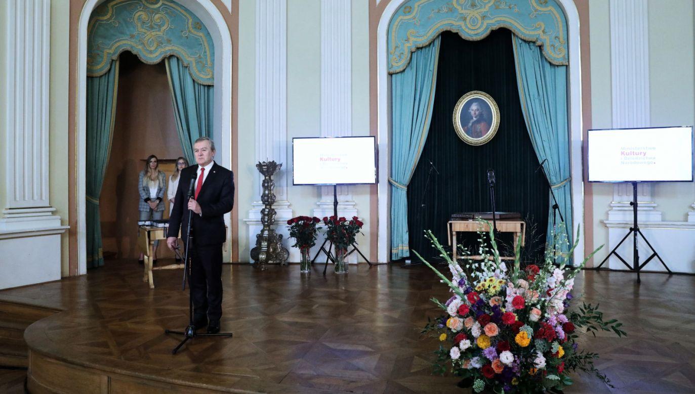 Min. Piotr Gliński podczas inauguracji XV Warsztatów Herbertowskich (fot. PAP/Tomasz Gzell)