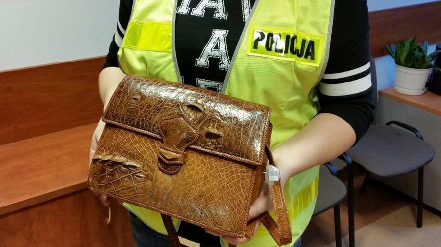 23e10d51066b2 Torebka ze skóry krokodyla w sklepie z odzieżą używaną - TVP3 ...