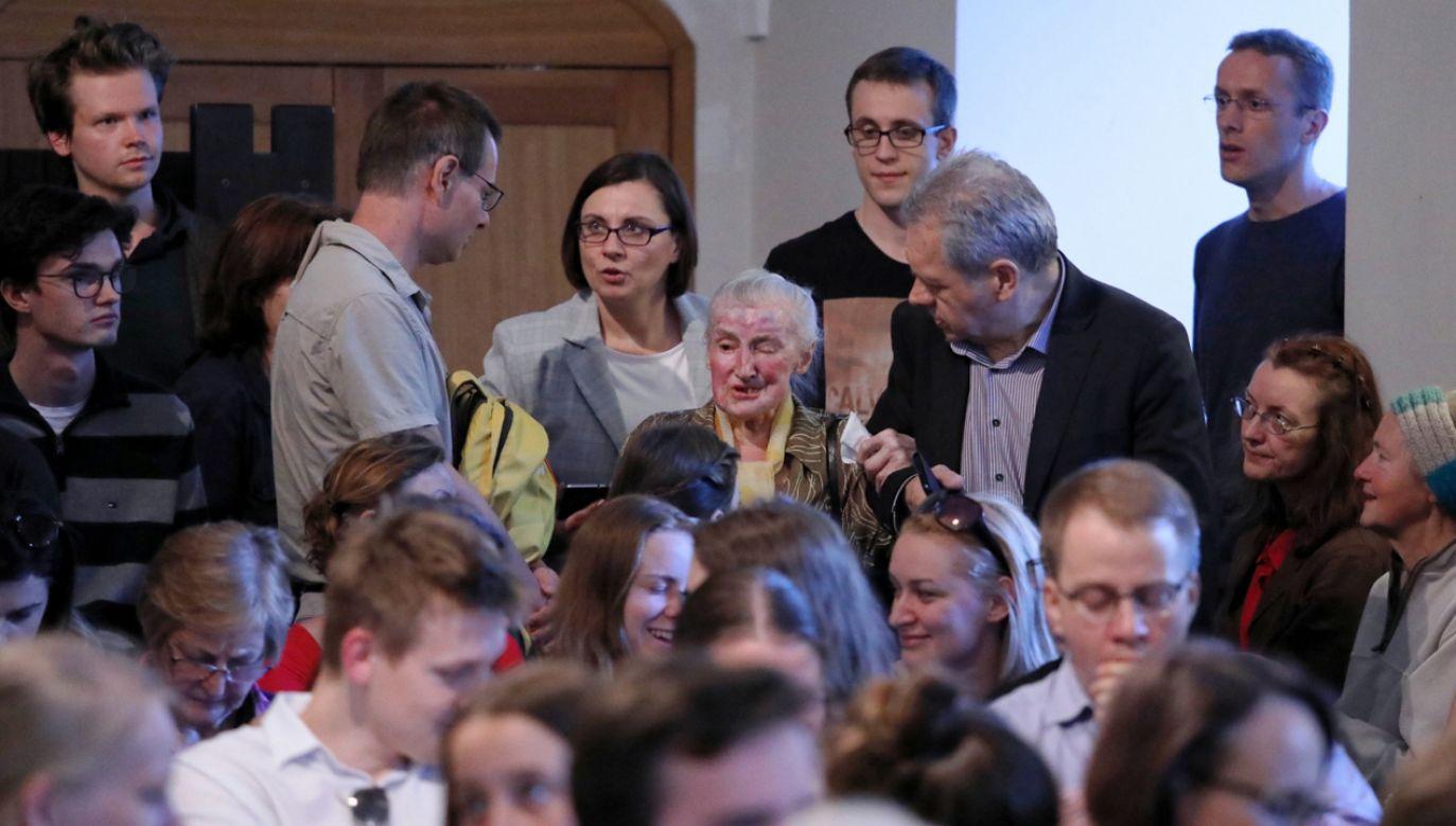 """Dr Wanda Wiktoria Półtawska (C) podczas spotkania nt. jej nowej książki """"Genealogia divina"""" (fot. PAP/Tomasz Gzell)"""