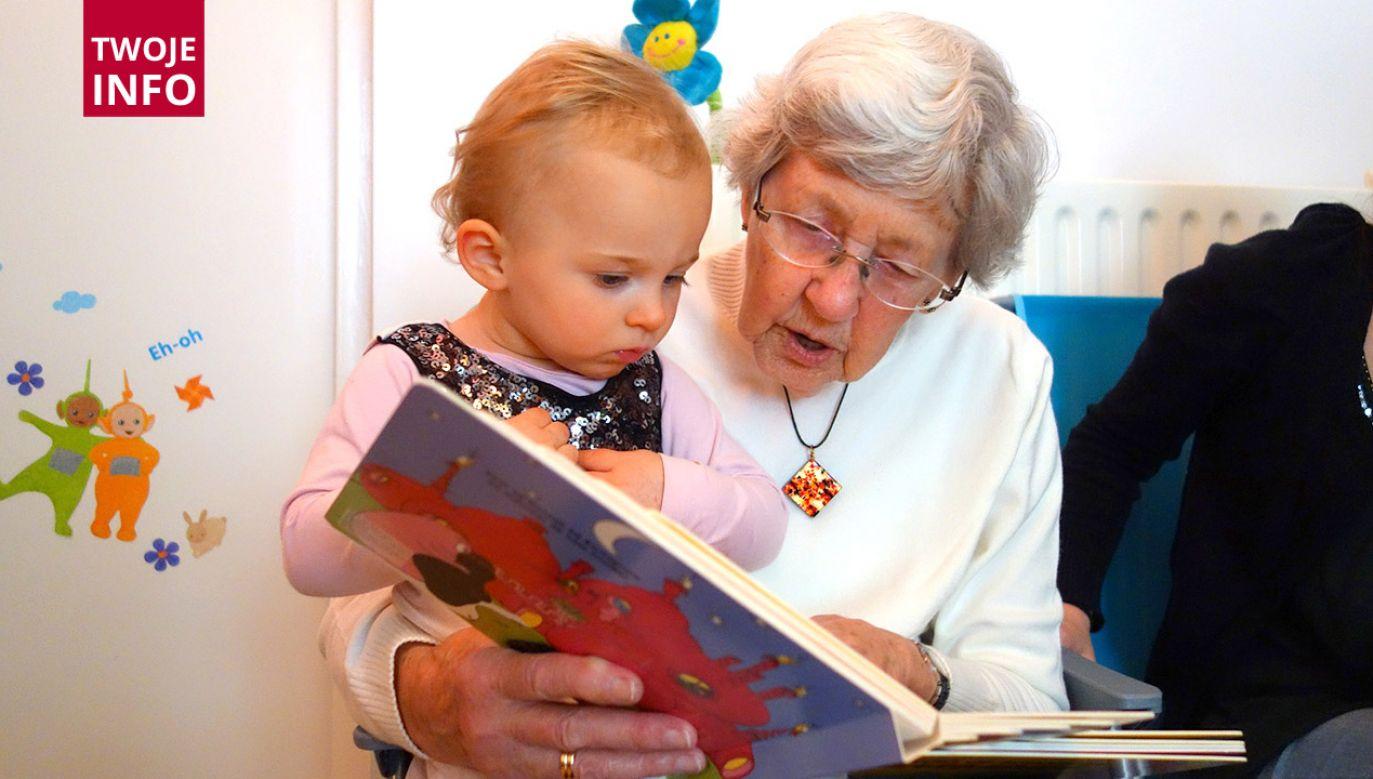 Czekamy na Wasze wspomnienia, wspólne fotografie i życzenia dla Babć i Dziadków (fot. Pixabay)
