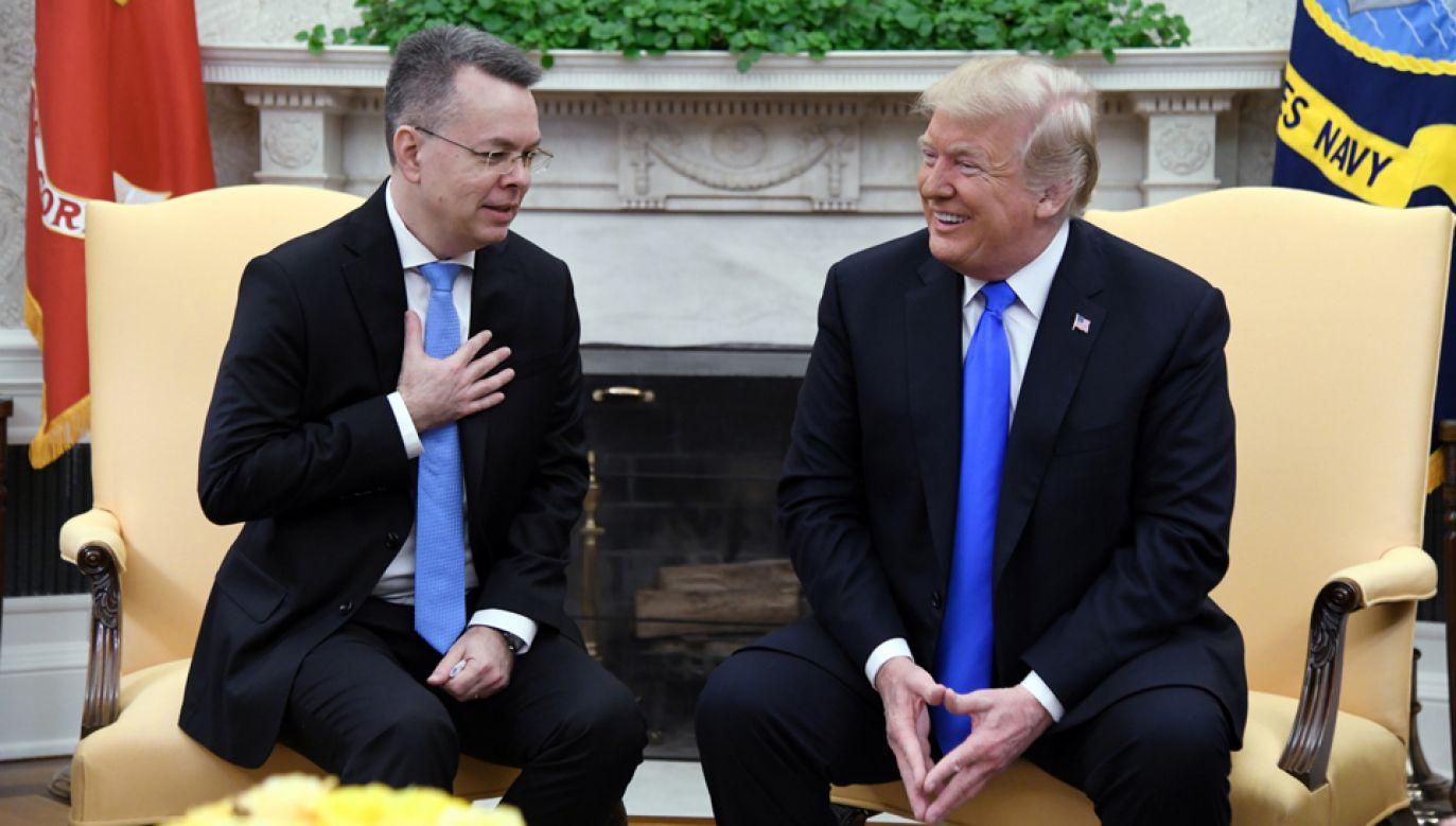 Pastor Andrew Brunson (L) i prezydent Donald Trump (P)  (fot. PAP/EPA/OLIVIER DOULIERY / POOL)