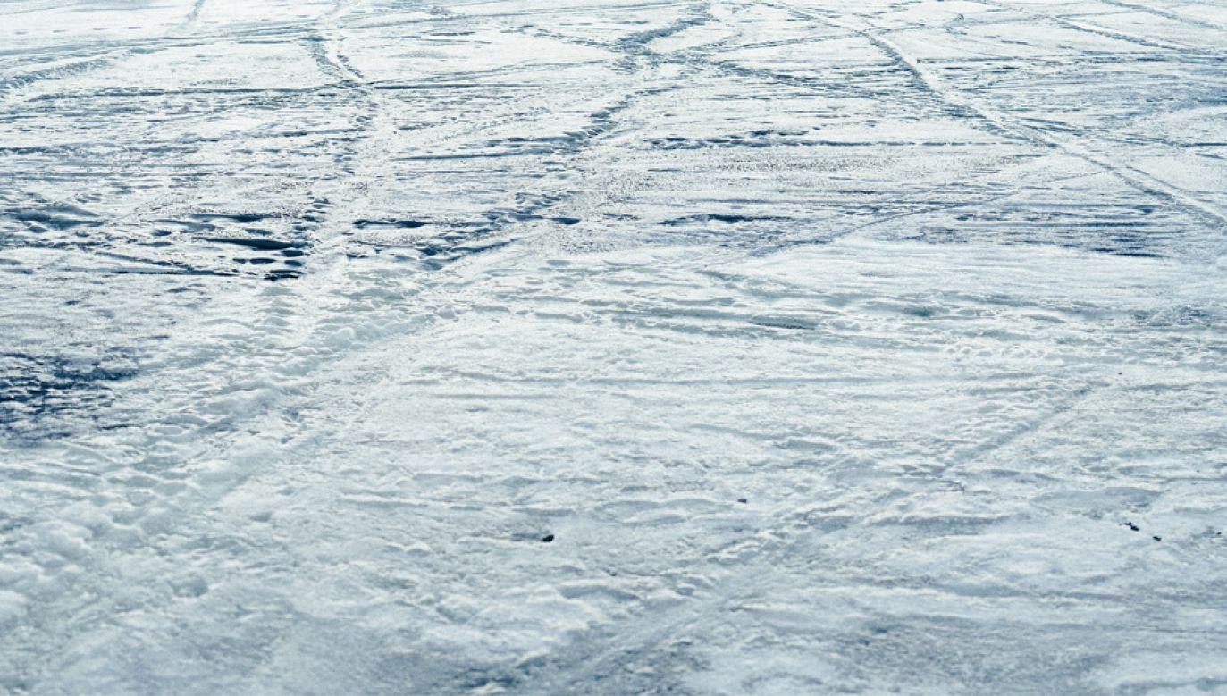 Lód załamał się pod jednym z chłopców (fot. Pexels)