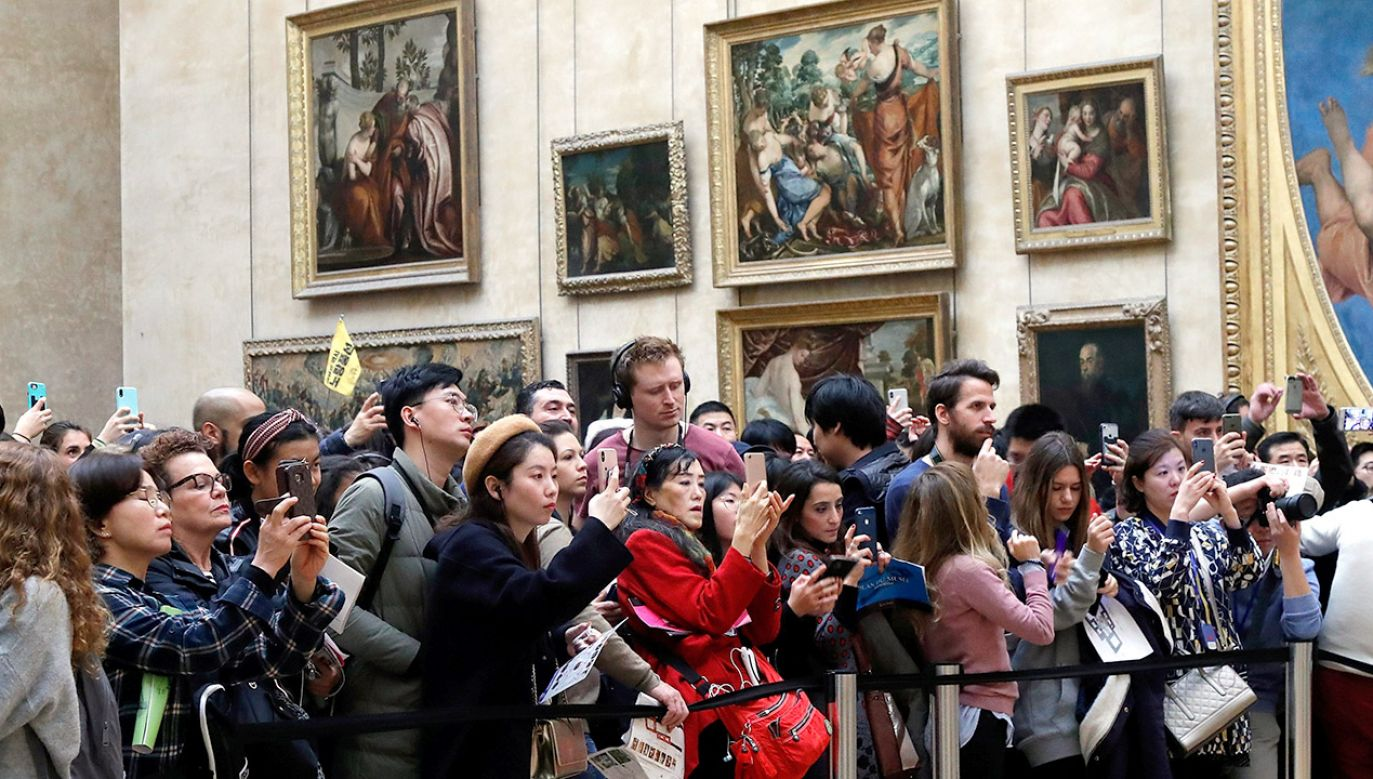 Poprzedni rekord frekwencji padł w 2012 roku, gdy Luwr zwiedziło 9,7 mln osób (fot. REUTERS/Charles Platiau)