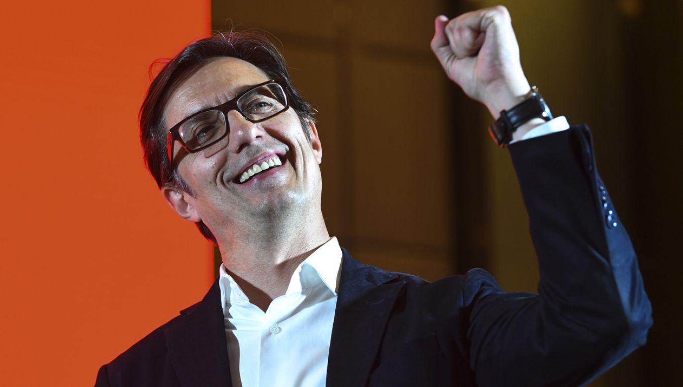 Pierwszą turę wyborów prezydenckich w Macedonii Północnej wygrał kandydat rządzącego obozu, centrolewicowy Stewo Pendarowski (fot. PAP/EPA/NAKE BATEV)