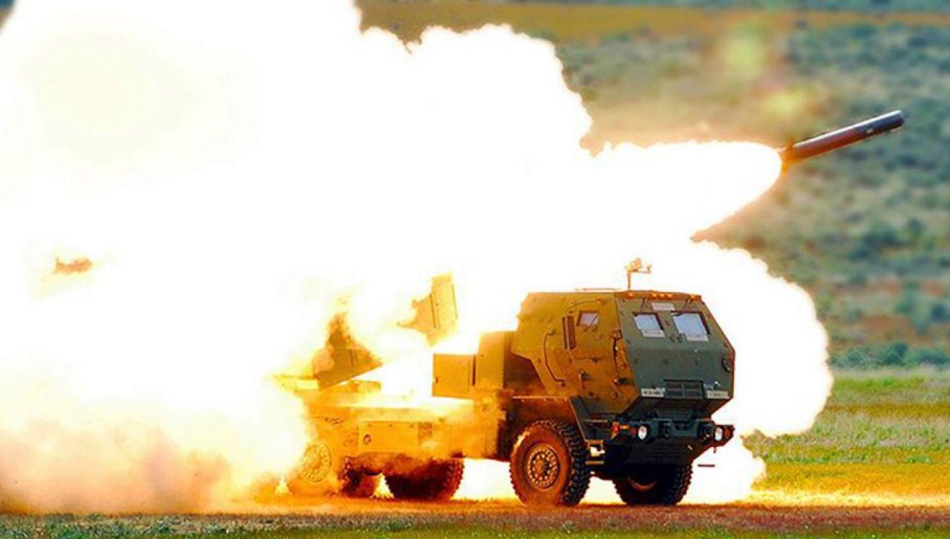 HIMARS jest systemem mobilnych wyrzutni umożliwiających rażenie rakietami celów na odległość do 300 kilometrów. Polska zakupi 20 wyrzutni razem z amunicją (fot. mat pras)
