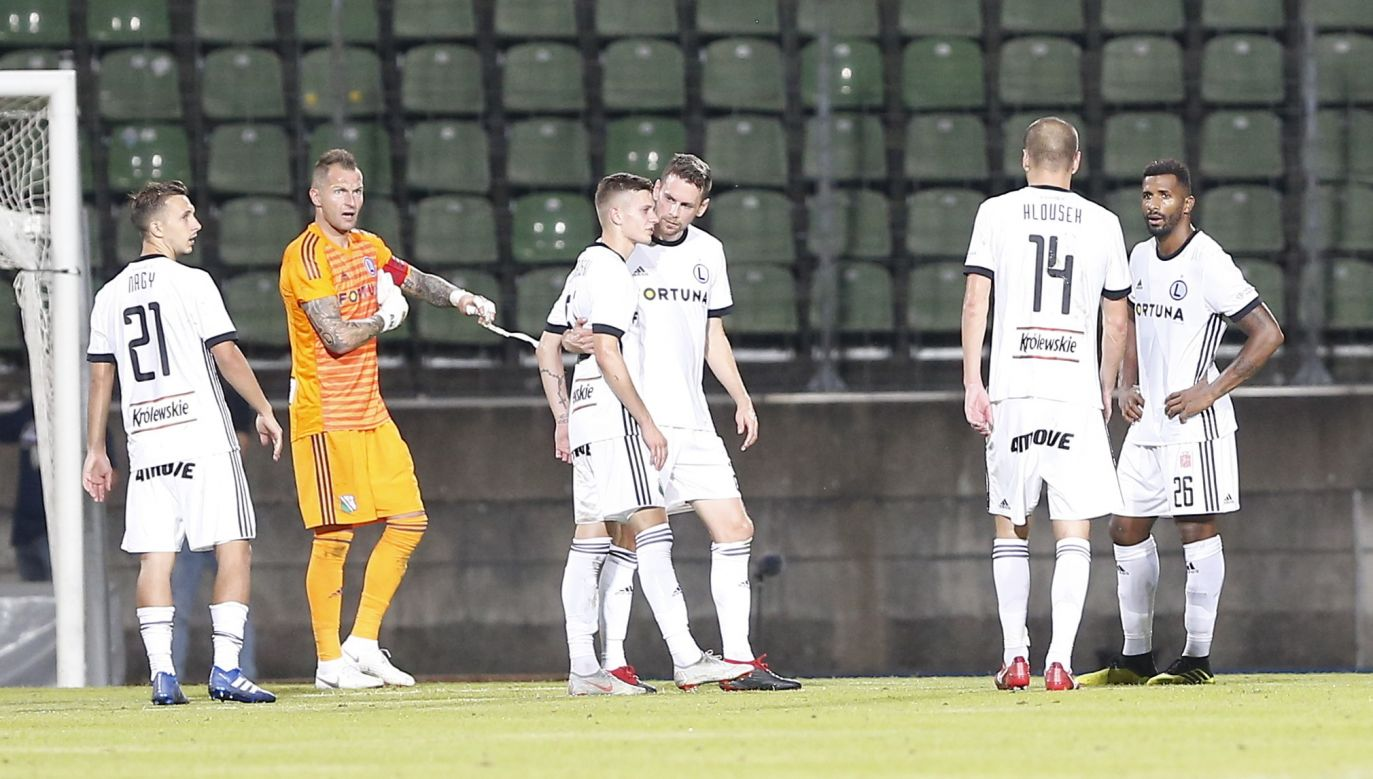 Legia Warsaw team players show deception after they lost the UEFA Europa League third qualifying round. Photo: PAP/EPA/JULIEN WARNAND