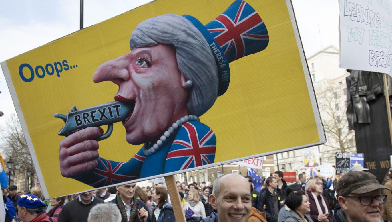"""Według brytyjskich mediów, ministrowie w brytyjskim rządzie mieli uzgodnić między sobą, że premier Theresa May stała się """"toksyczna""""(fot. Mike Kemp/In Pictures via Getty Images)"""