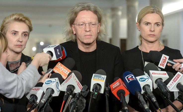 Od lewej: Joanna Scheuring-Wielgus, Krzysztof Mieszkowski i Joanna Schmidt (fot. PAP/Marcin Obara)