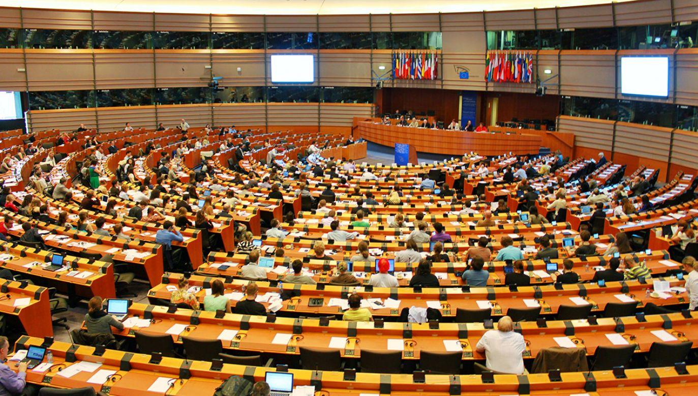 Skarga KE do Trybunału Sprawiedliwości Unii Europejskiej (fot. Shutterstock/Bangkruayan)