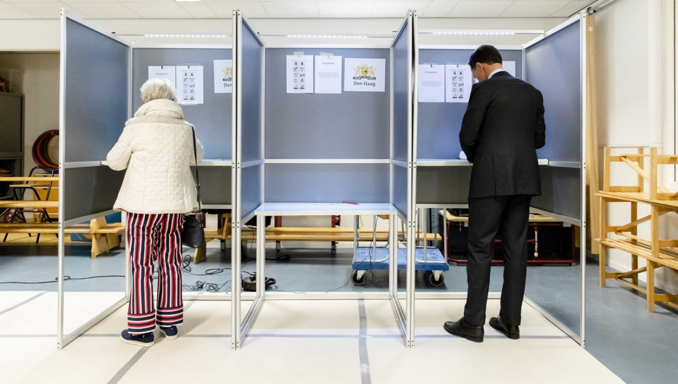 Wybory do PE rozpoczęły się już w Holandii i Wlk. Brytanii (fot. PAP/EPA/BART MAAT)
